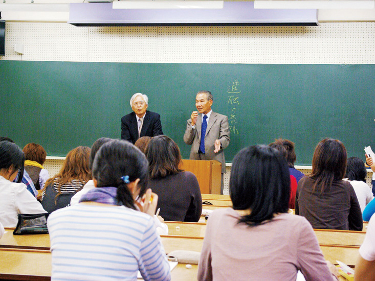 Lectures by managers and members of the local community