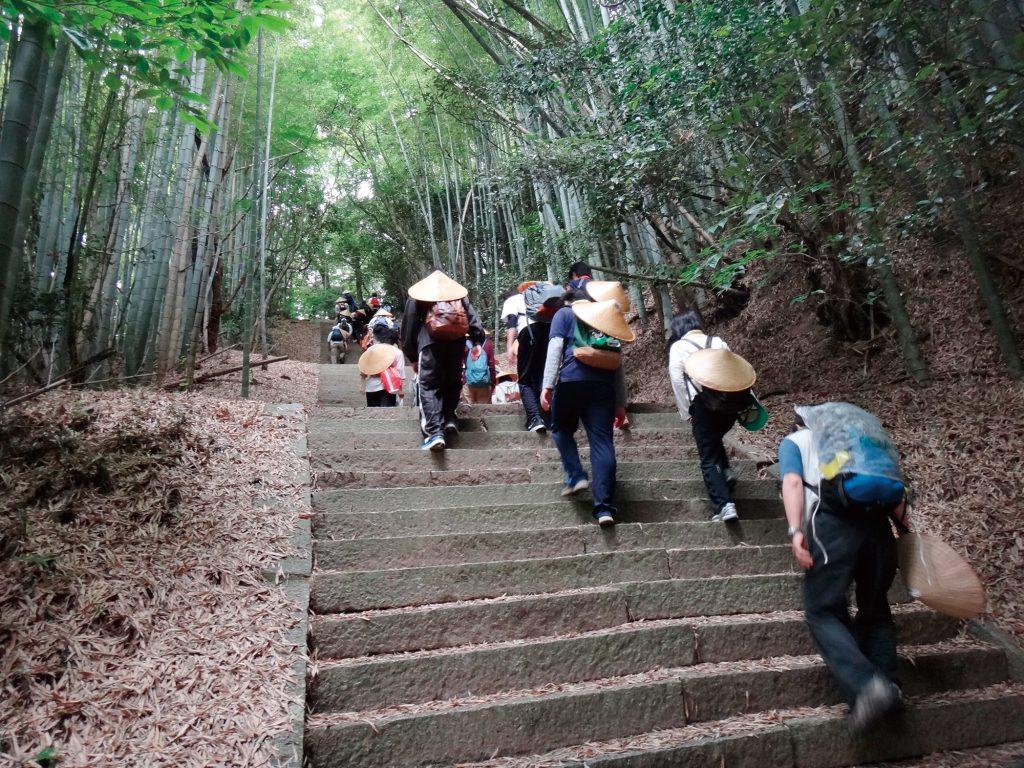 愛媛大学生と遍路道を歩く