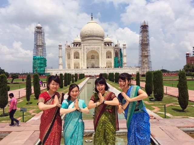 インドのタージマハルにて